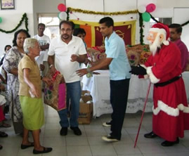 Maxi handing over hampers